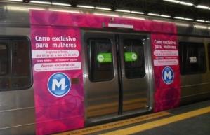Vagão rosa existente no metrô do Rio de Janeiro