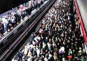 Horário de pico em uma das estações do metrô de São Paulo